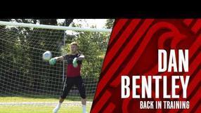 Dan Bentley back in training! 🧤 Behind-the-scenes